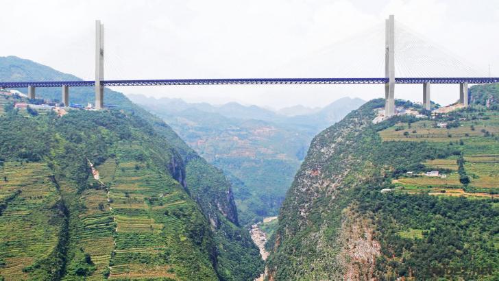 Dünya'nın en yüksek asma köprüsü tamamlandı!