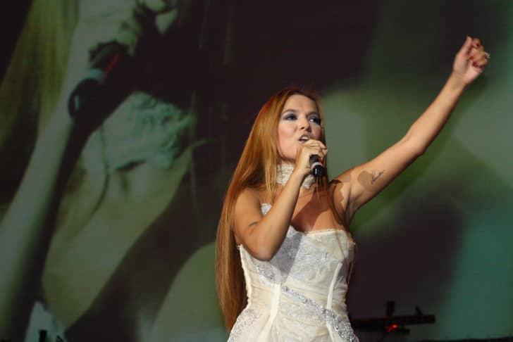 Demet Akalın Kimdir? | Konserinden fotoğraf