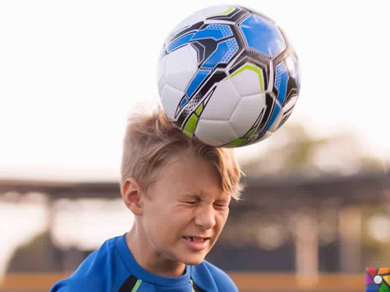 Topa kafa atılması hafıza kaybını tetikliyor! | ABD'de küçük futbolcuların kafa vuruşu yapması yasak.