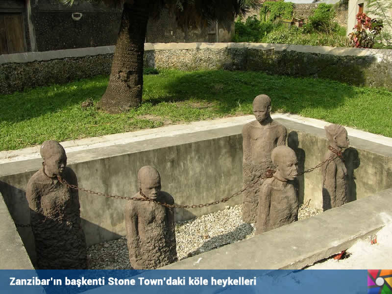 Zanzibar | Zangibar | Başkent Stone Town'daki köle heykelleri buradaki köle ticaretini simgeliyor