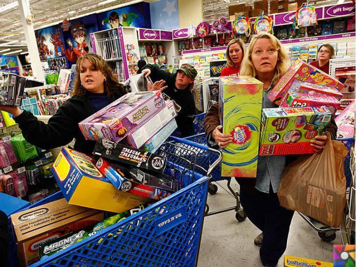 Alışveriş yaparken neden indirimli ürün almak mutlu eder? | Kara Cuma'da oyuncak çılgınlığı yapan kadınlar