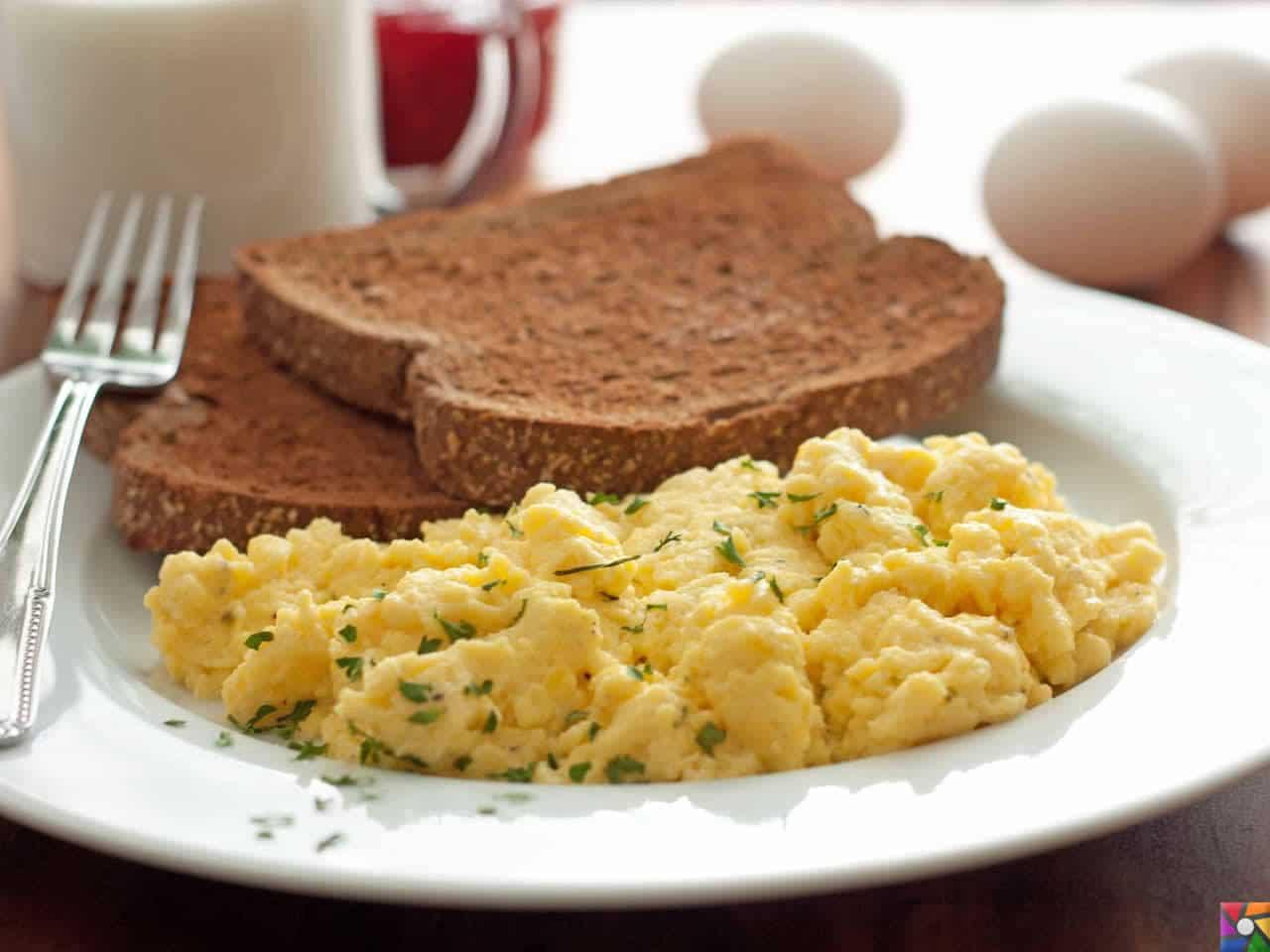 Besin Grupları Nelerdir? Besinlere göre nasıl dengeli beslenmeliyiz? | Sabah kahvaltısında yumurta ve tam tahıllı ekmekle kahvaltı