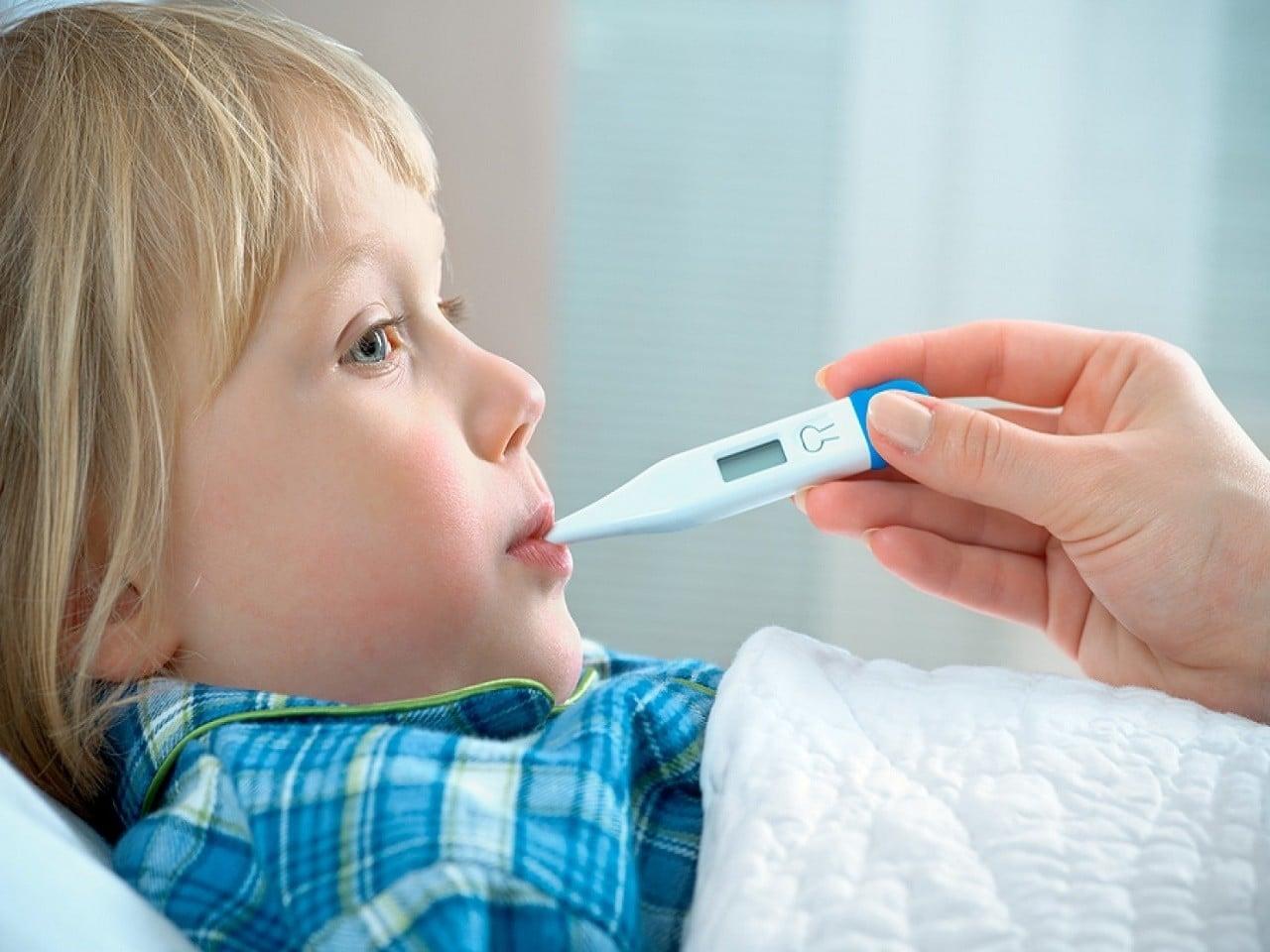 Çocuklarda ishal neden olur? Belirtileri, Tedavisi | Ateş ve kusma ishalin ilk belirtileridir.