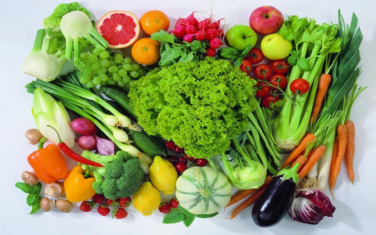 Dengeli Beslenmede bilinmesi gereken besin öğeleri nelerdir? | Vitaminler sebze ve meyvelerde bolca bulunur.