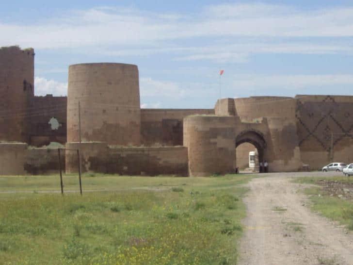 Doğunun unutulmuş imparatorluk merkezi : Ani Antik Kenti ön girişi