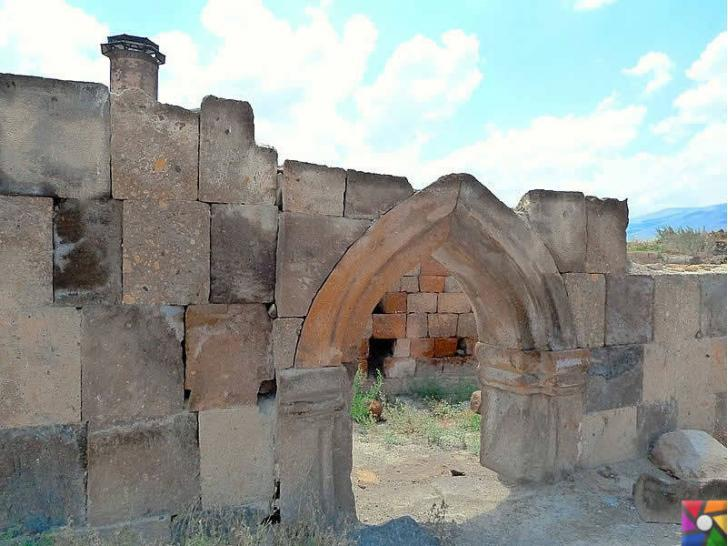 Doğunun unutulmuş imparatorluk merkezi : Ani Antik Kenti Giriş kapıları