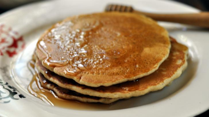 Sağlıklı bir kahvaltı için yulaflı zencefilli pankek tarifi