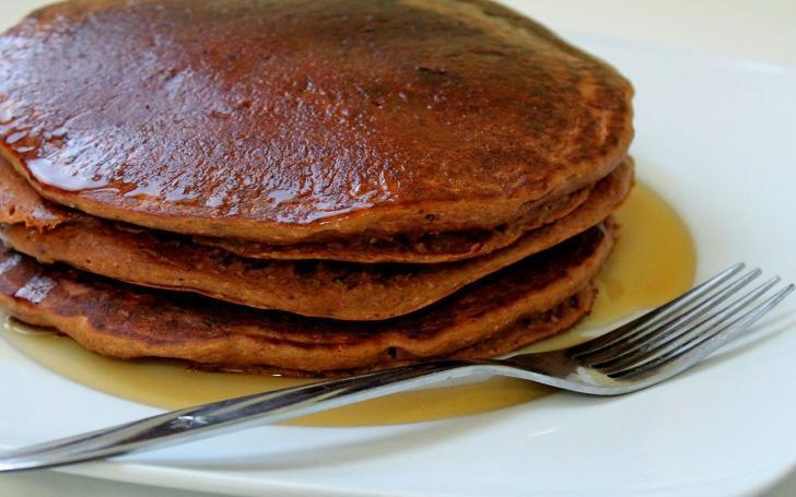 Sağlıklı bir kahvaltı için yulaflı zencefilli pankek tarifi | Bal yerine pekmez de dökebilirsiniz