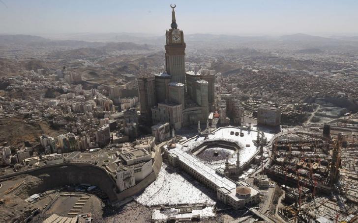 Suudi Arabistan Petrol Rezervlerinin son 2 yılda 4'de 1'ni eritti | İnanç turizminden daha çok gelmesi için Kabe'nin etrafında inşaatlar bitmiyor