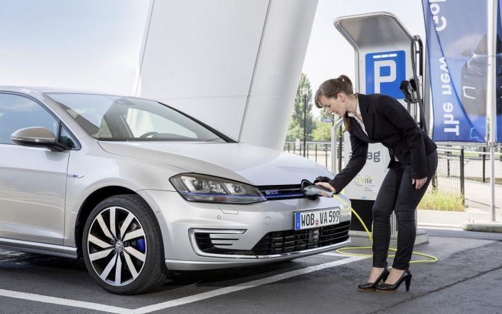 Volkswagen elektrikli araçlar için pil üretecek! | Elektrikli Volkswagen Golf GTE