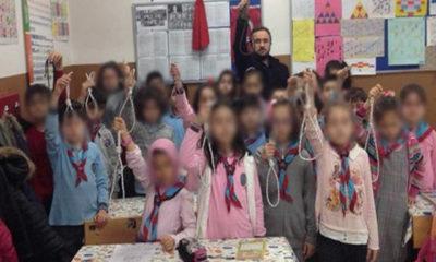 Çocuklara idam ipi ile fotoğraf çektiren Rezil Öğretmen açığa alındı!