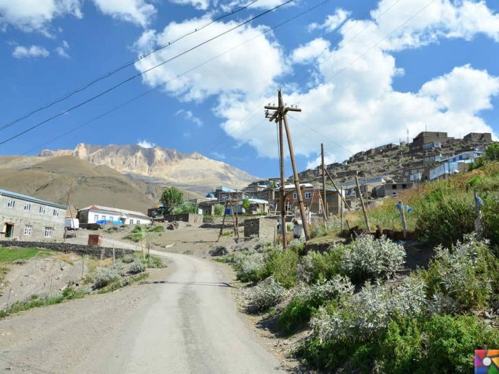 Kendilerine Nuh'un torunları diyen Kınalık Köyü insanları | Köye elektrik gelmiş