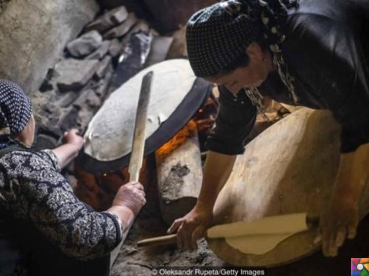 Kendilerine Nuh'un torunları diyen Kınalık Köyü insanları Lavaş Yapıyor