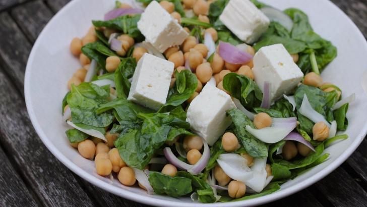 Nohut ve Ispanak ile hem doyurucu hemde besleyici salata tarifi