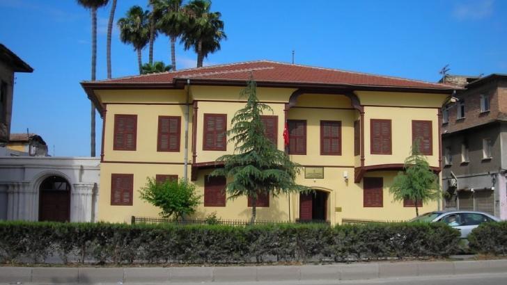 Adana Atatürk Müzesi nerede? Müze içindeki tarihi eşyalar nelerdir?