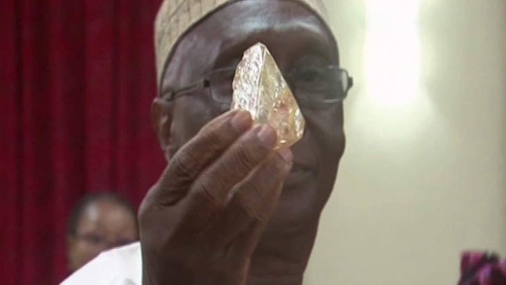 Dünyanın en büyük tek parça elması Afrika'da bulundu: 706 Karat