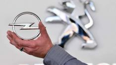 Opel ve Vauxhall otomobil markaları Fransız Peugeot grubuna satıldı!
