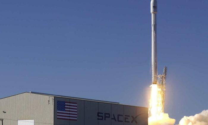 SpaceX Falcon 9 roketlerini tekrar kullanmayı başardı!