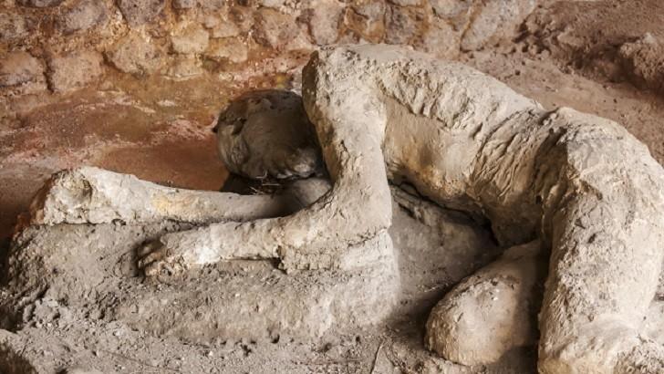 Tarihteki Taş Kesilmiş Olan Pompei Şehri Nerededir? Hikayesi Nedir? | Kaçarken Yakalanıp Yığılmış Bir İnsan Kalıntısı