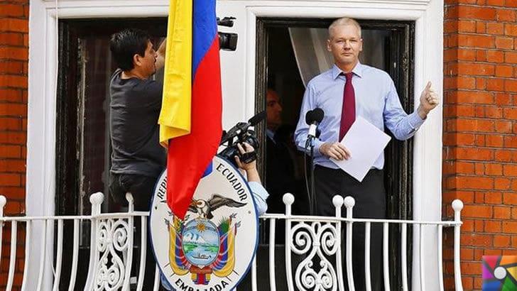 Wikileaks'i kuran Julian Assange kimdir?   Sığındığı Ekvator Konsolosluğunun penceresinden açıklama yapıyor