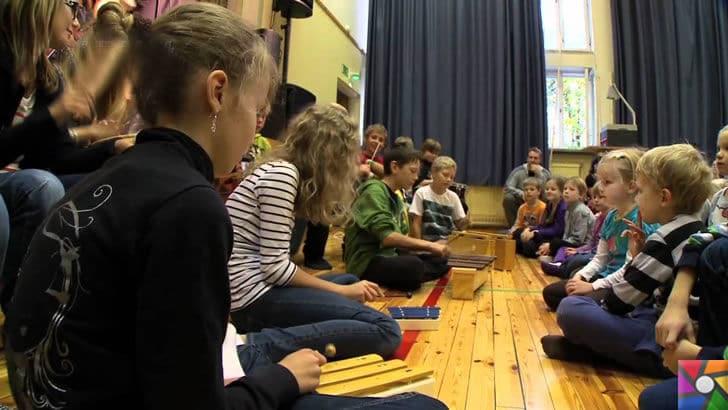 Finlandiya'da değişen Eğitim Sistemi Türkiye'ye örnek olabilir mi? |  Finlandiya'da derslerin çoğu yerde oturarak geçiyor