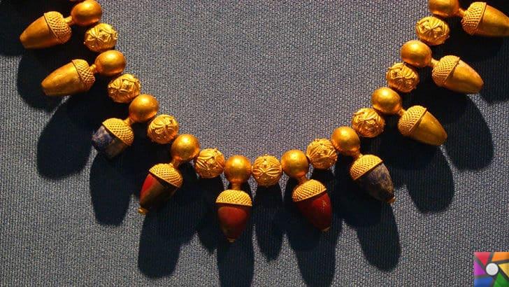 Karun Hazinesi Soygunu ve Hikayesi nedir? Karun Hazineleri Nerede? | Uşak Arkeoloji Müzesindeki Karun Hazinesi Meşe Palamutlu Altın Kolye
