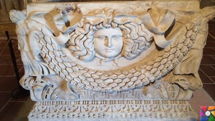 Lahit nedir? Lahit Mezar Nedir? Lahitlerin yapılışı ve Lahit türleri nelerdir? | Girlandlı Lahitler