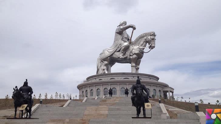 Cengiz Han Kimdir? Cengiz Han'ın mezarı neden hala bulunamıyor? | Cengiz Han'ın atlı meşhur heykeli