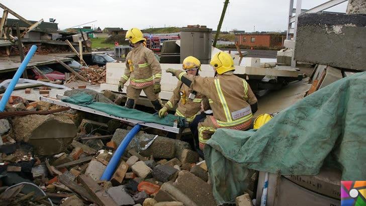 Felaket durumlarında neler yapılmalı? Tehlikeden nasıl korunulur? | Deprem yaşanabilecek en tehlikeli doğal afetlerden biridir