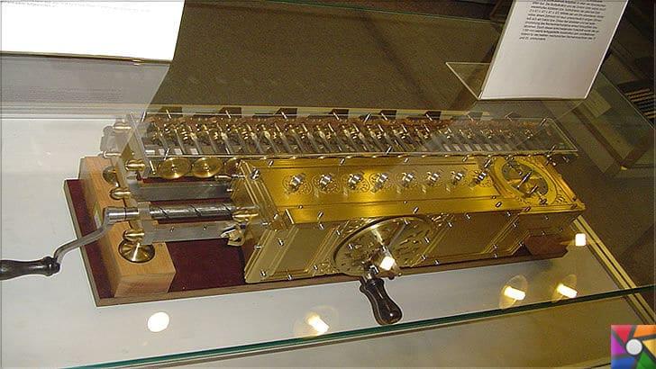 Gottfried Wilhelm Leibniz Kimdir? Hayatı, Biyografisi ve İcatları | Adımlı Reckoner (Stepped Reckoner) Replikası
