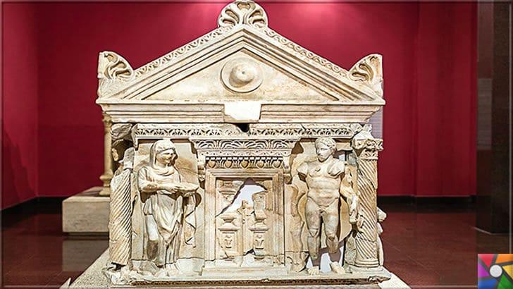 Antalya'daki Domitias Julianus ve Domitias Philiskas Lahdinin Özellikleri | Lahdin ön kısmı
