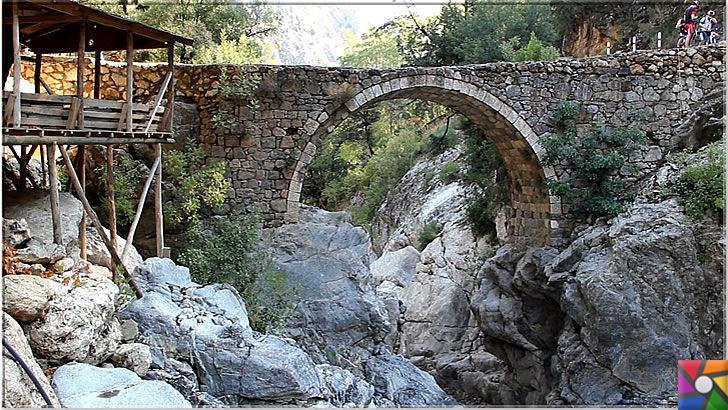 Antalya'nın görülmesi gereken harika 7 kanyonu nerede? Nasıl gidilir? | Kesme Boğaz Kanyonunda antik köprüler yürüyüşlerinizi daha keyifli bir hale getiriyor