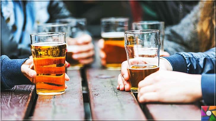 Sağlıklı bir Karaciğer için tüketilmesi gereken en iyi 21 gıda | Alkol, karaciğer düşmanları kategorisinin birinci sırasında