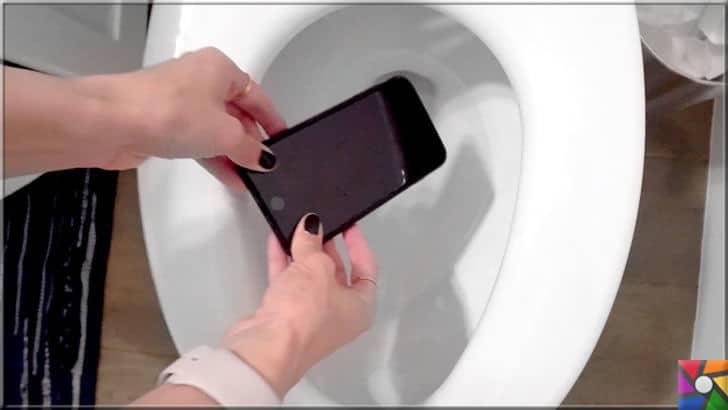 Akıllı telefon suya düştüğünde yada ıslandığında neler yapılmalı? | Telefonlar sürekli elimizde olduğu için bir gün başınıza klozetin içine düşürülmüş bir telefon vakası gelebilir. Bu tip durumlarda bataryayı hemen çıkartın