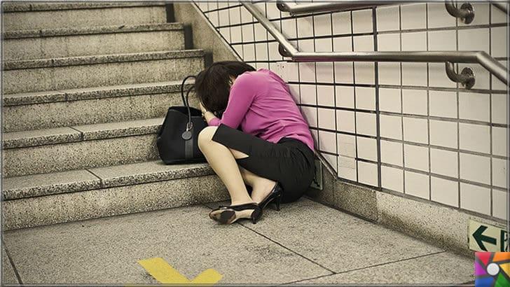 Öğlen uykusu yada Şekerleme yapmak neden faydalı? | Japonya'da sokakta öğle vakitlerinde uyuyan çalışanlar çokça görülmekte. Fakat Japonların uyku nedeni çok fazla çalıştıkları ve mesai sürelerinin fazla oluşudur