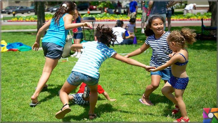 Oyun oynamak çocuklara neden faydalı? Yetişkinler de oyun oynamalı mı? | Anne ve Babalar, çocukları sanal değil gerçek ortamda gerçek arkadaşlarla oyun oynama ortamı oluşturmalı
